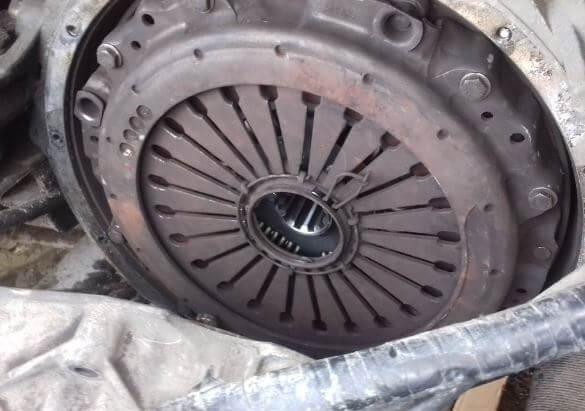 Выездной сервис по ремонту грузовых иномарок в Замена диска сцепления DAF CF на выезде